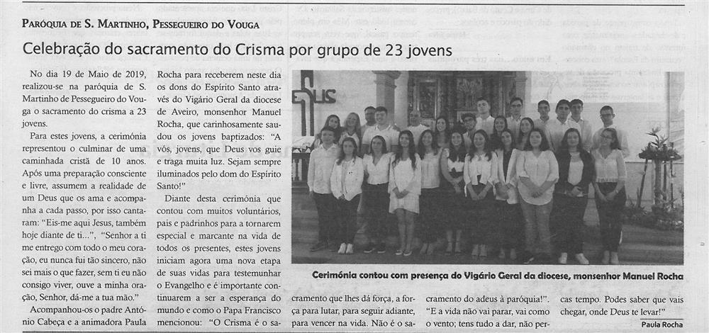 TV-jun.'19-p.11-Paróquias : Paróquia de de São Martinho, Pessegueiro do Vouga : celebração do sacramento do crisma por grupo de 23 jovens.jpg