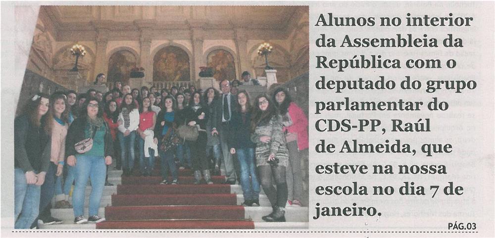 JE-maio13-p1-Alunos no interior da Assembleia da República com o deputado do grupo parlamentar do CDS-PP