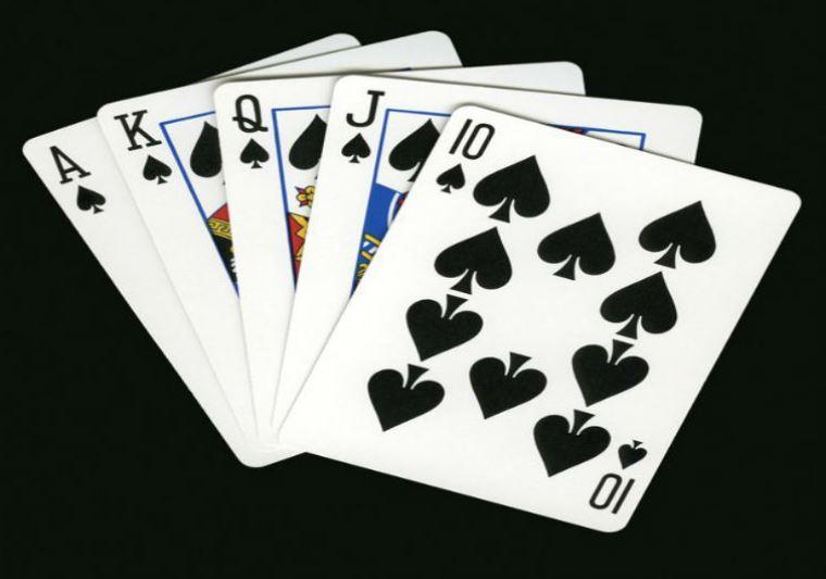 RádioSoberania-online-28jun.'19-Livro inédito sobre jogo de cartas Sueca é apresentado em Sever do Vouga.JPG