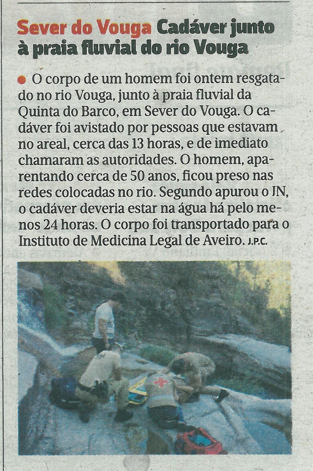 JN-22ago.'16-p.48-Sever do Vouga : cadáver junto à praia fluvial do rio Vouga.jpg